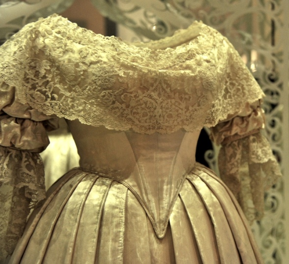 Queen-Victorias-wedding-dress-1840
